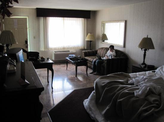 Merced Inn and Suites: room