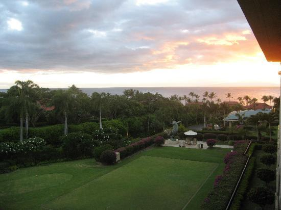 Four Seasons Resort Maui at Wailea: Sunset over the Croquet lawn