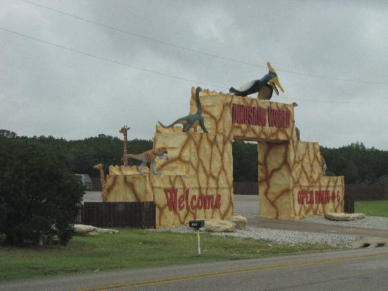 Dinosaur World: Entrance