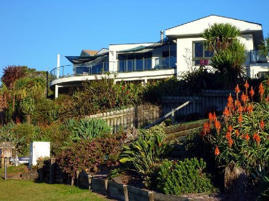 Hot Water Beach Bed & Breakfast: Die Umgebung mit den schönen Gärten ist ein Traum