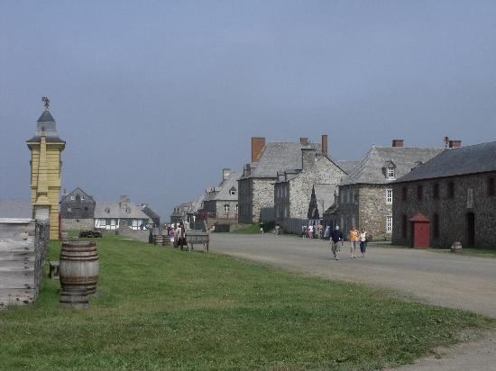 Louisbourg, Kanada: side view of village