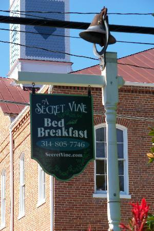 A Secret Vine Bed & Breakfast: Sign