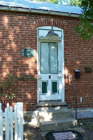 A Secret Vine Bed & Breakfast: Front Door