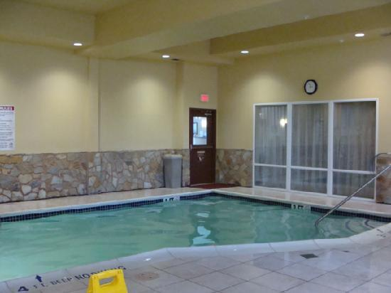 Comfort Suites Gettysburg: the indoor pool