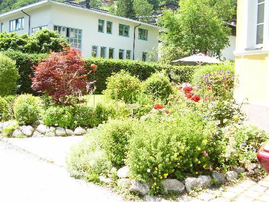Villa Klothilde: Ein gut gepflegter Garten lädt zum verweilen ein