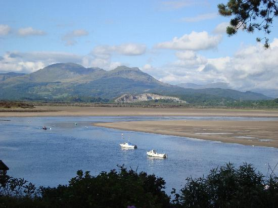 Borth-y-Gest, UK: Amazing views right on your doorstep