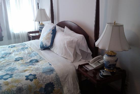 American Guest House: Comfortable bed!