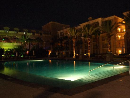 The Ritz-Carlton, Grand Cayman: Garden Side Pool at Night