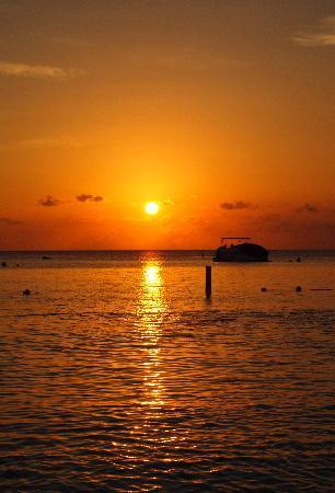 The Ritz-Carlton, Grand Cayman: Sunset at The Ritz Carlton
