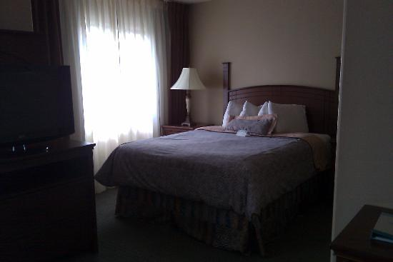 ستاي بريدج سويتس لوبوك: bed area