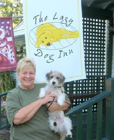 Lazy Dog Inn : In front of the inn
