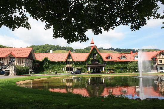 Boyne Highlands Resort: Exterior of hotel
