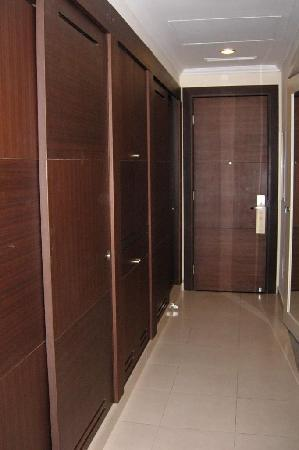 Iberostar Grand Hotel Rose Hall: Closet space