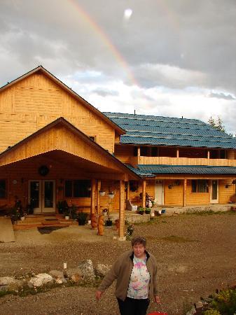 Glenogle Mountain Lodge & Spa : The lodge with rainbow and Doris