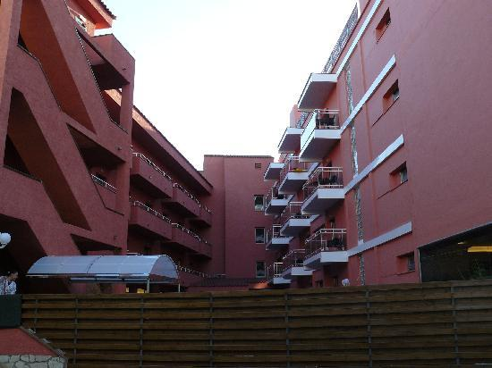 Tossa Beach Hotel: hotels pool area