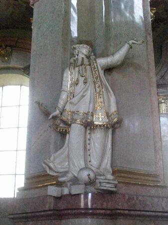 St. Nicholas' Kirke: Marble & Gold statues of saints