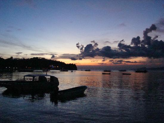 Sabang Inn Beach & Dive Resort: Sunset from Sabang Inn