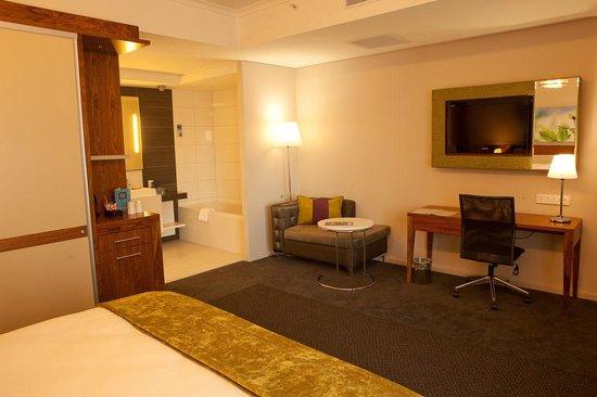 DoubleTree by Hilton Cape Town - Upper Eastside: Hotel Room
