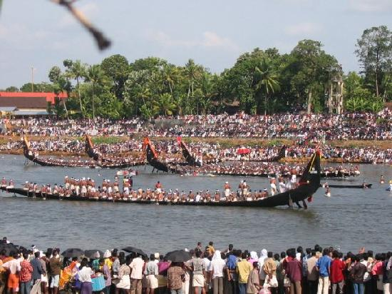 Pathanamthitta India  city photo : Pathanamthitta, India: Aranmula Jalosawam Snake Boat race
