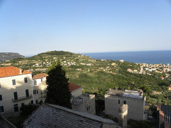 Hotel Ca'Ligure : Aussicht vom Hotel gegen Pietra Ligure