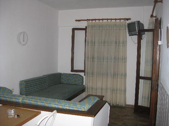 Irida Apartments: Living room