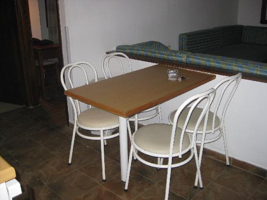 Irida Apartments: kitchen
