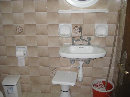 Irida Apartments: bathroom