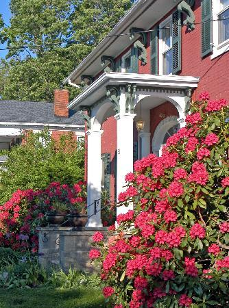 Grape Arbor Bed and Breakfast: Check in and tour our historic buildings