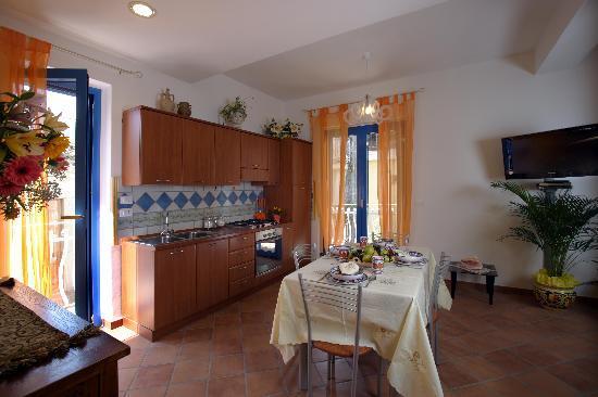 Casa Vacanza Donna Carmela: 1st Floor Kitchen