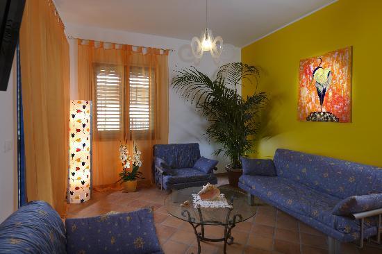 Casa Vacanza Donna Carmela: 1st Floor Living Room