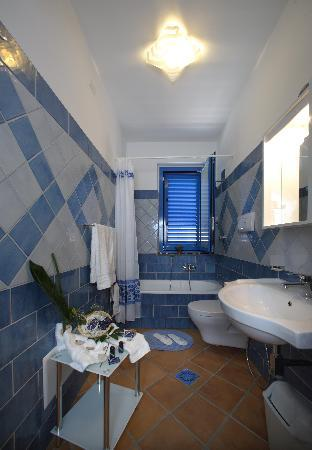 Casa Vacanza Donna Carmela: Bathrooms