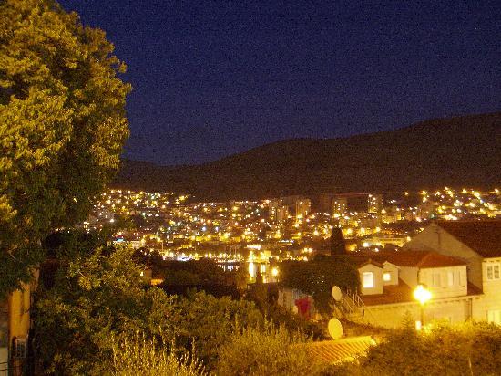 Apartments Kovacec Dubrovnik: Dubrovnik at night