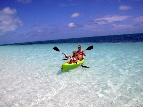 أتلانتيك أوشن بيتش فيلاز: Using the kayak at AOBV