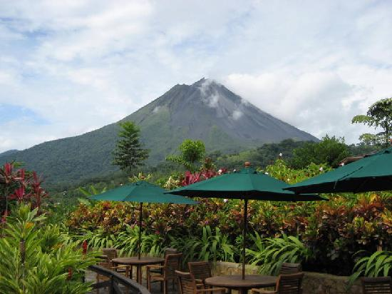 Nayara Resort Spa & Gardens: View of vocano as we're eating breakfast at the restaurant!
