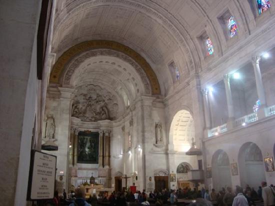 Shrine of our Lady of the Rosary of Fatima: interior de la Basilica