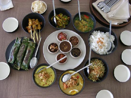 Alila Villas Soori: I cooked all these and I made another 10 person ate with me :)