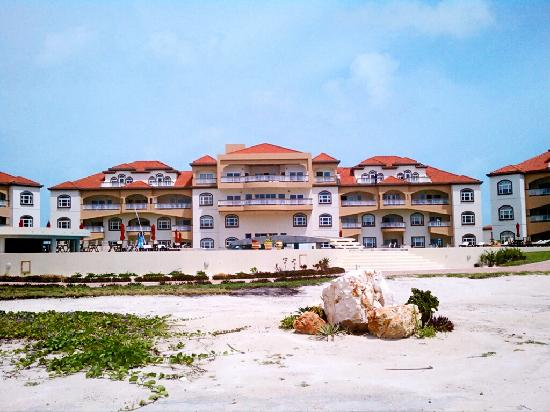 Grand Caribe Belize Resort and Condominiums: Complex is layed out with views from all rooms