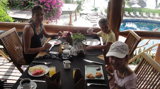 Coral Bay Resort: Breakfast