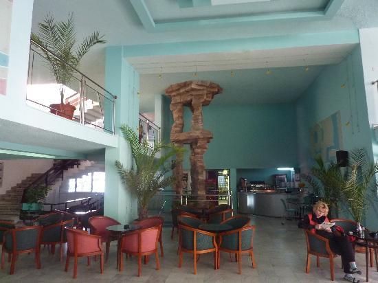 Pomorie Hotel: Eingansbereich wirklich schön