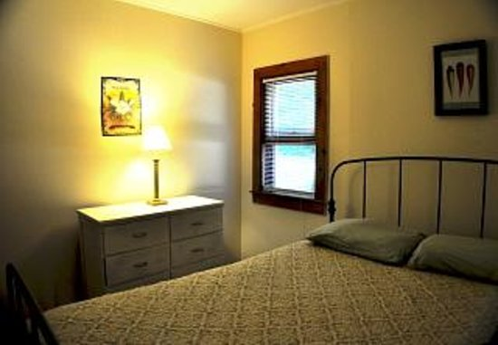 Pine Grove Cottages : Typical bedroom, #3