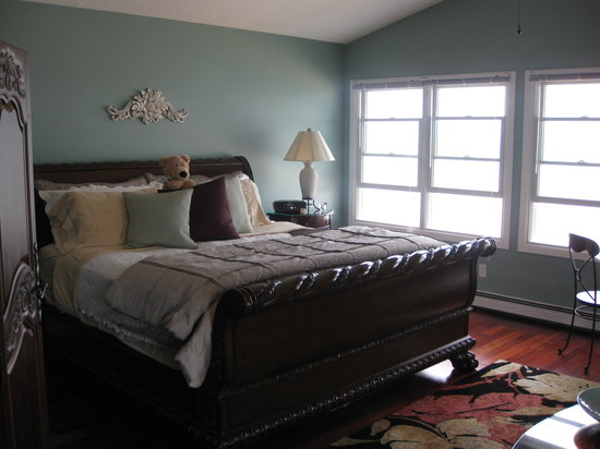 Huron House Bed and Breakfast: Moonshadow room - great view of lake