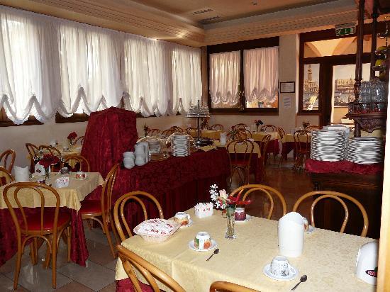 Domus Cavanis: salle du pt dejeuner
