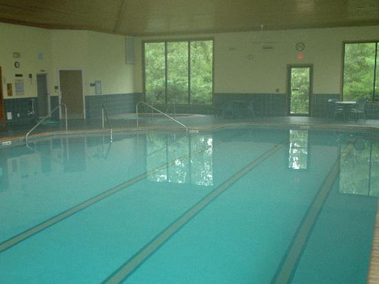 Spring Valley Inn: 3 Lap Lanes & Pool