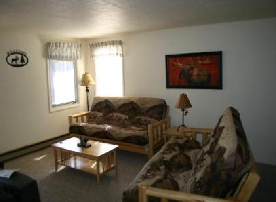 Yellowstone Wildlife Cabins: Moose Cabin Living Room