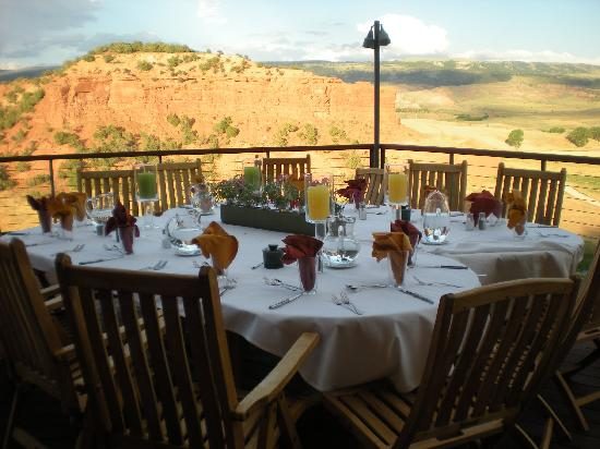 Red Reflet Ranch: Dinner on the lodge balcony