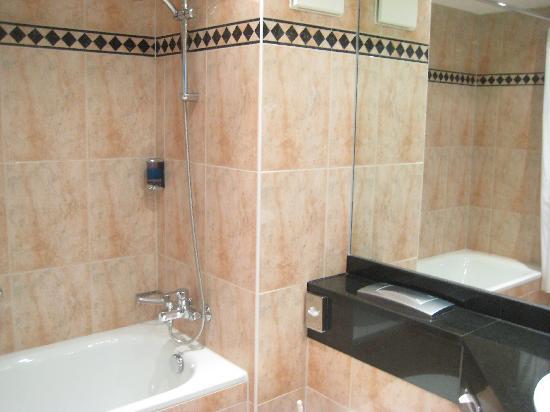 Loev Hotel Rügen: Bathroom