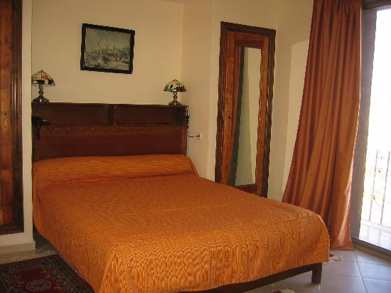 Hotel Charf : Room