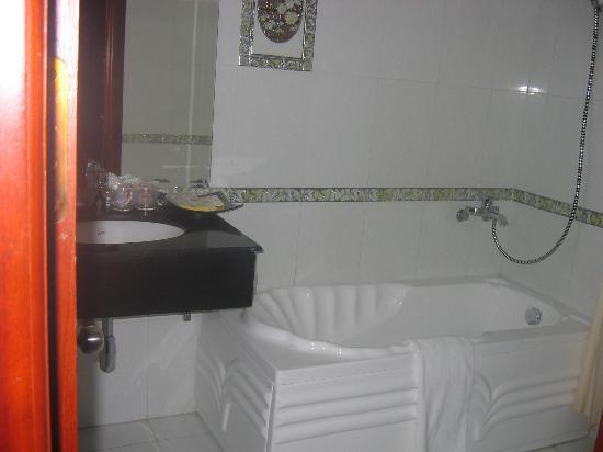 Hanoi Dolphin Hotel: salle de bain