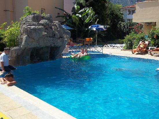 Celik Apart Hotel: pool area