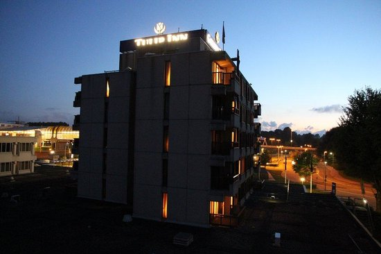 Golden Tulip Zoetermeer - Den Haag: Night view from room #86